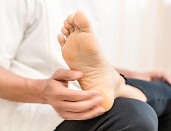 全身のバランスから足底筋膜炎を整える整体