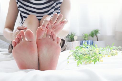 痛みが出やすく歩行も困難に、、、強剛母趾